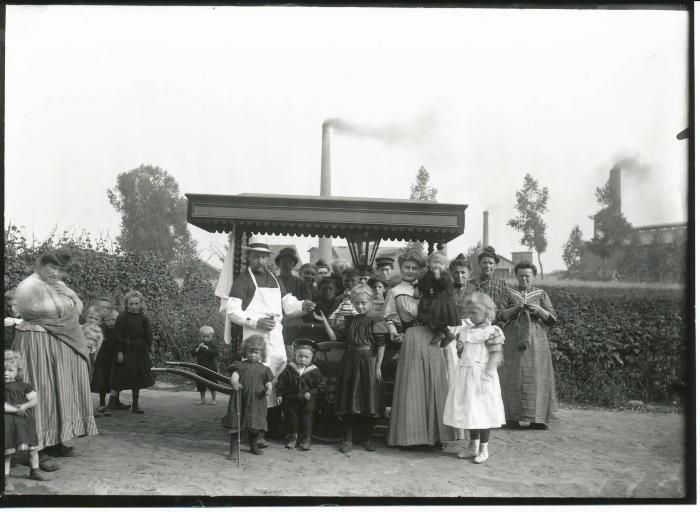 Groepsfoto met snoep of ijsventer
